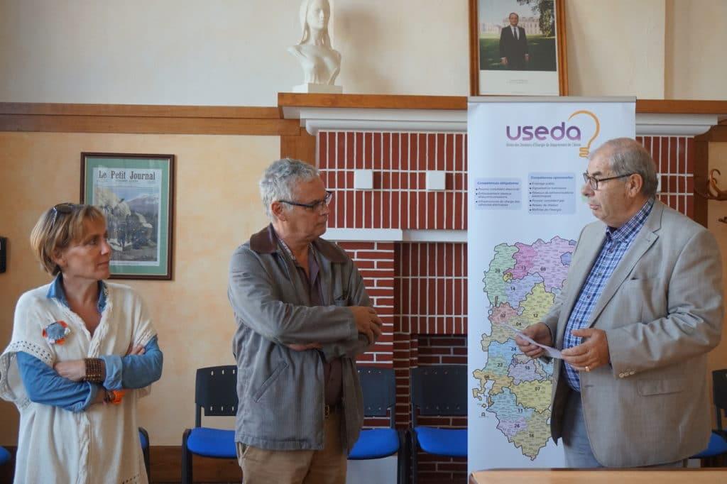 Inauguration de la borne de recharge, à Pinon, le 3 octobre 2016